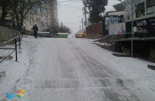 בשל השלג סכנת נפשות בירידה לציון הק' באומן