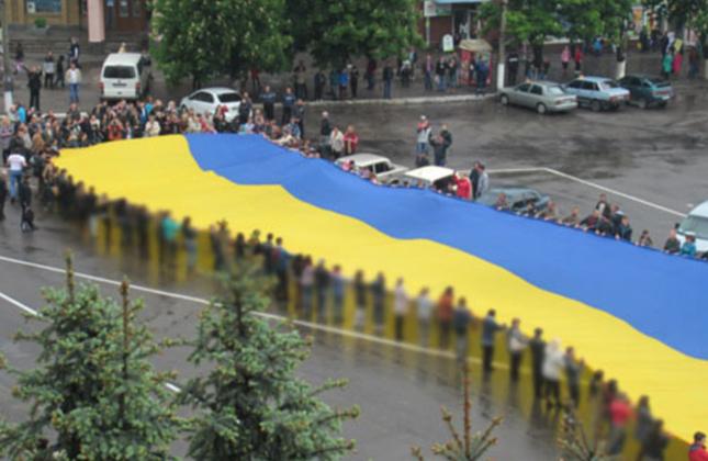 דגל אוקראינה הגדול ביותר בעולם הוצג לראווה בכיכר העיר אומן