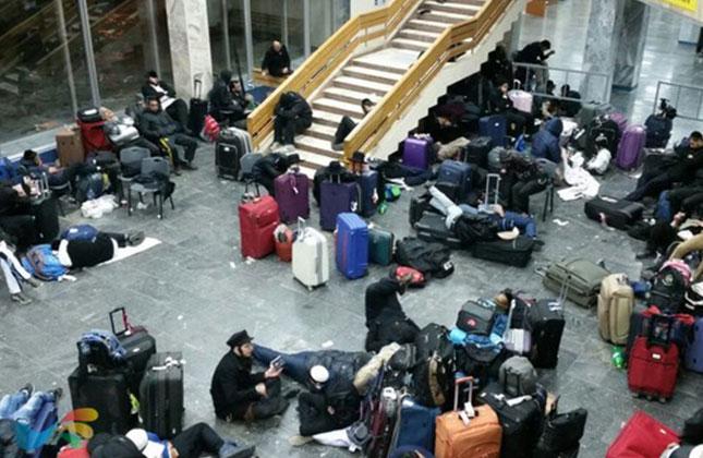 מאות נוסעים שחזרו מאומן נתקעו בשדה התעופה בויניצה בדרכם מאומן לישראל