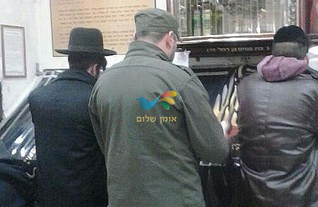 קצין יהודי בצבא אוקראינה הגיע אמש (שלישי) לציון רבינו באומן