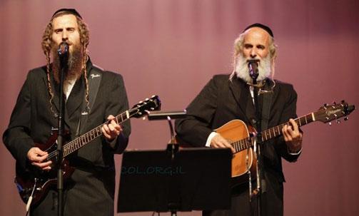 האחים אריה וגיל גת המכונים 'הרבנים המזמרים' הגיעו לאומן
