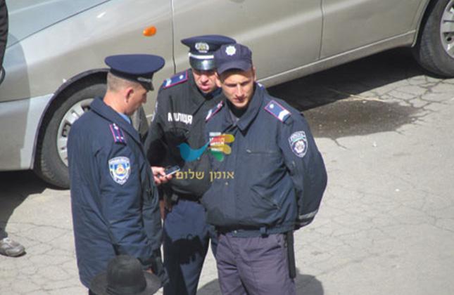 שוטרים סמויים פשטו היום על כיכר פושקינה במטרה לעצור חסידי ברסלב