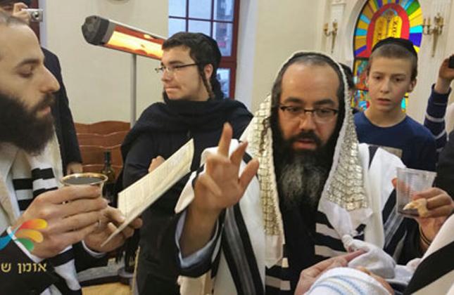 """אמש (ראשון) התקיים מעמד ברית מילה בבית הכנסת """"אורח חיים"""" בשכונת פדול בקייב"""
