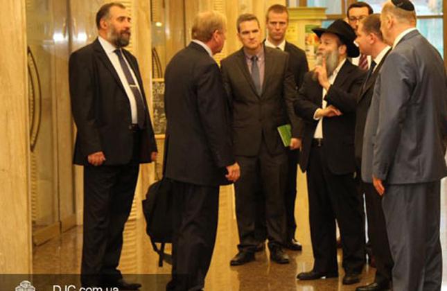 """משלחת של שגרירות ארה""""ב באוקראינה ביקרה בקהילה היהודית בדנייפרופטרובסק"""