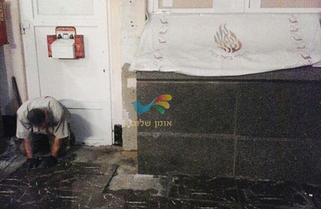 סיימו את עבודת הריצוף בהתקנת מרצפות חדשות מסביב לקברו של רבי נחמן
