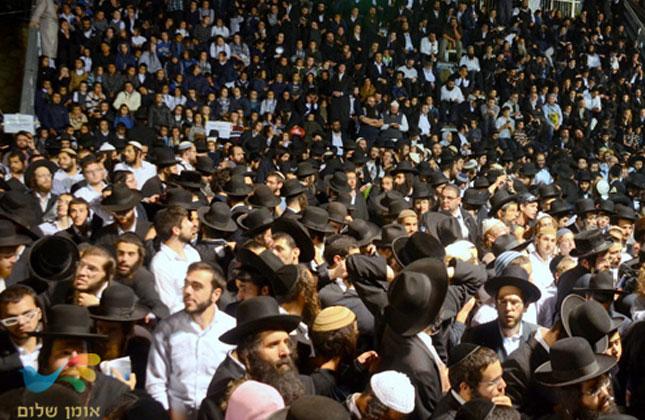 """מאות חסידי ברסלב השתתפו במעמד ההדלקה שע""""י קהילת """"שובו בנים"""""""