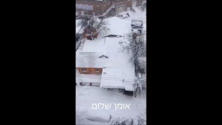 שלג כבד נערם החל מאמש ברחבי אומן ואוקראינה – צפו בקליפ