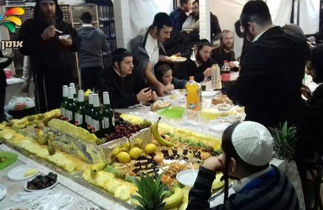 """בת""""ת """"כתר תורה"""" באומן נערכה אמש לבני הקהילה סעודת ט""""ו בשבט"""