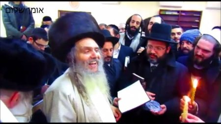 """הבדלה עם הרב ארוש שליט""""א במוצאי ראש חודש ניסן בציון רבינו באומן"""