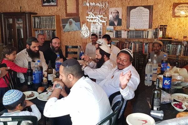 """סעודת פורים, קומזיץ על האש, בחצר בבית הכנסת  ברסלב """"ימי שמואל"""""""