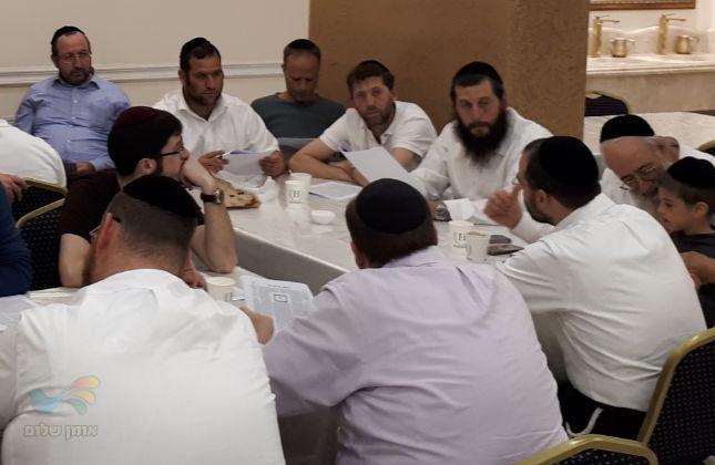 סיום מסכת ומסע התעלות באומן לחברי שיעור הדף היומי בשכונת הר נוף בירושלים