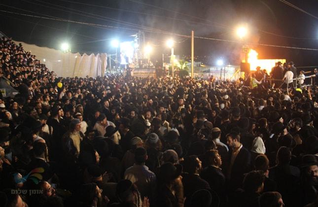 """מעמד ההדלקה של קהילת """"שובו בנים"""" באתרא קדישא מירון"""