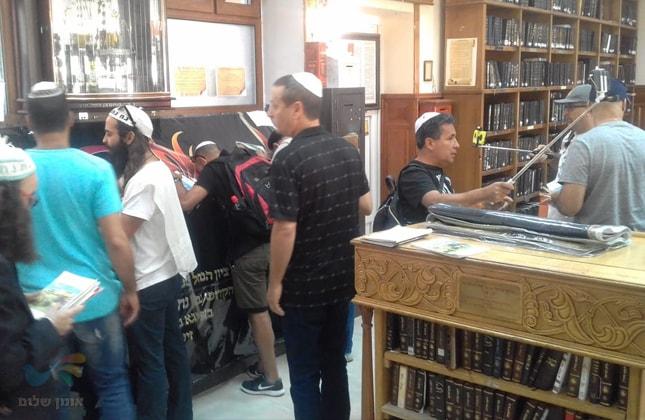 """מנהלים בכירים של חברת בזק הגיעו לשאת תפילה בציון רבי נחמן מברסלב זיע""""א באומן"""