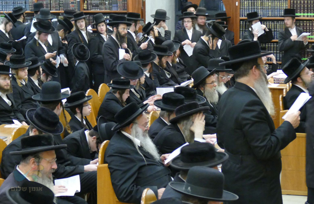 """קהילת """"קרן אור"""" בעצרת תפילה ומחאה כנגד גזרת הגיוס המרחפת על בחורי ישראל"""