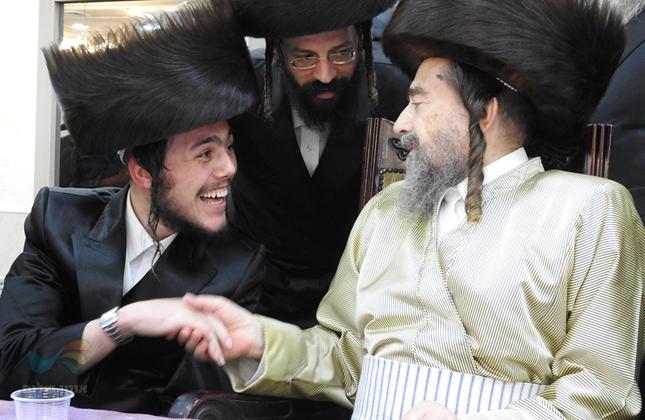 """שמחת החתונה לנכדו של הרה""""צ רבי יעקב מאיר שכטער שליט""""א • צפו בתמונות"""