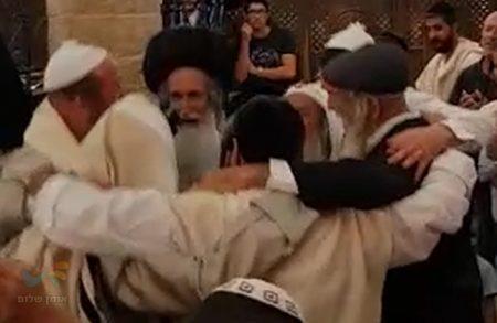 שמחת הברית באתרא קדישא מירון לבן הסופר הברסלבאי והבעל מנגן ר' דוד דגן