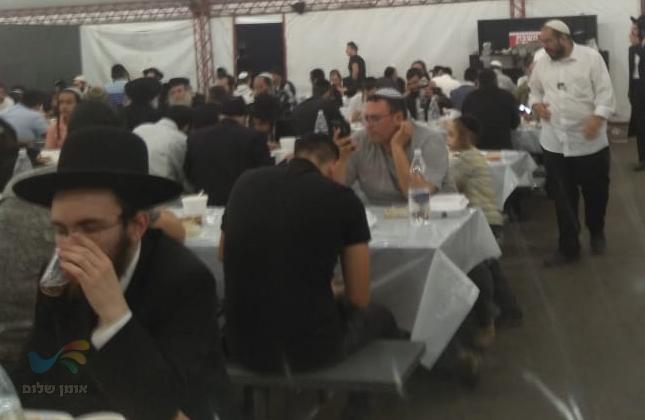 המונים שוברים את הצום בהכנסת האורחים של שיינר באומן