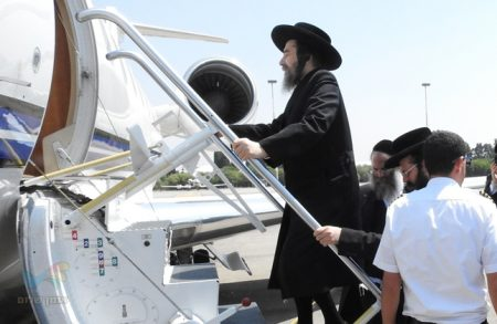 """הרה""""צ רבי יעקב מאיר שכטער שליט""""א המריא עם מקורביו לאומן במטוס פרטי"""