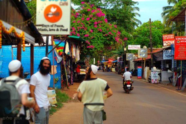 """הפצה חובקת עולם • מערך חלוקת ספרי רבי נחמן מברסלב זיע""""א בהודו יצא לדרך"""