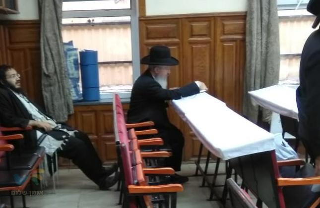 """הגאון הרב אברהם יוסף שליט""""א שהה השבת עם מקורביו סמוך לציון רבינו הק'"""