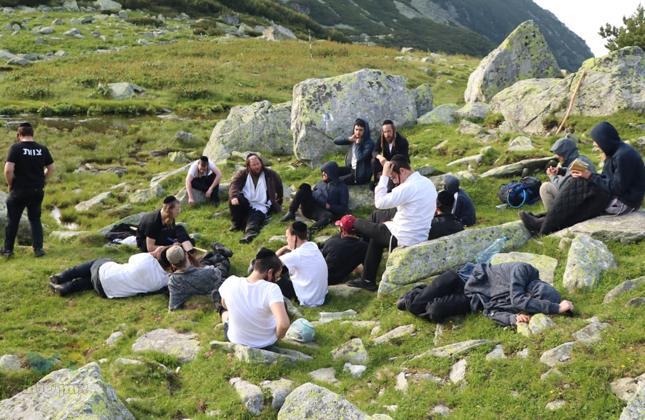 תלמידי ישיבת ברסלב במסע הישרדות בהרי הקרפטים • יומן מסע מסעיר