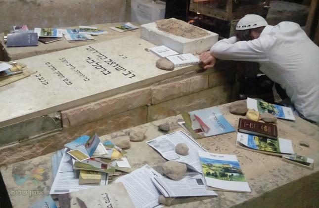 """חסידי ברסלב פוקדים את קברו של רבי ישראל קורדונר זצ""""ל הטמון בטבריה עיה""""ק"""
