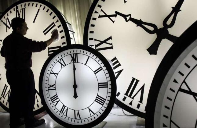 לא רק בישראל, גם האוקראינים הזיזו הלילה את מחוגי השעון שעה אחת אחורה
