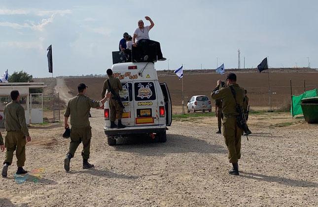 תיעוד מהשטח: הברסלבים מעמותת שמחה ומרפא משמחים את החיילים בעוטף עזה