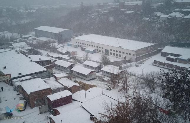 שלג ראשון באומן • לפני שעה החל לרדת שלג באומן • צפו בגלרייה ראשונית מאומן