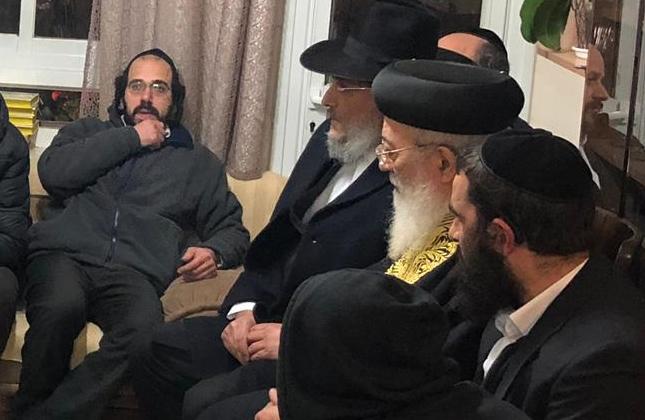 """המונים נוהרים לניחום אבלים בבית משפחת הרב ישראל פינטו ז""""ל בירושלים"""