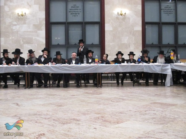סעודת ההילולא של רבי נתן מברסלב זצל בקלויז בברכפלד