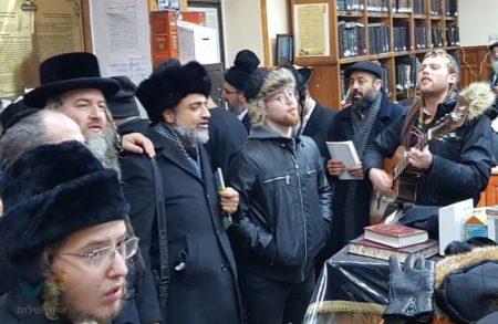 מרגש עד דמעות: ארגון 'רחשי לב' במסע תפילה לקברו של רבי נחמן מברסלב באומן