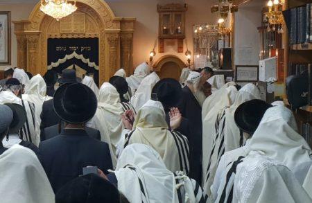 תפילת ראש חודש בקברו של רבי נחמן מברסלב באומן • צפו