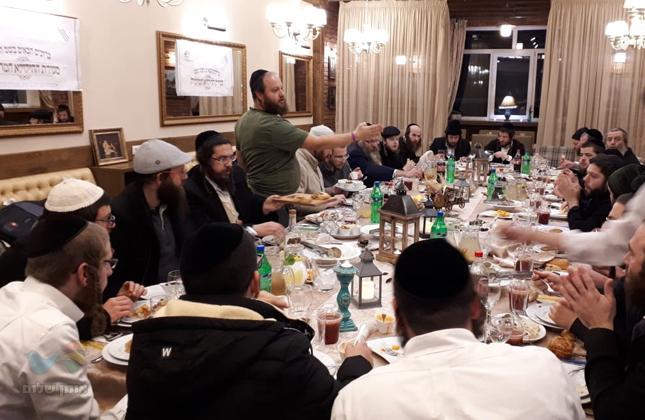 """סעודת ההילולא בכפר הנופש ז'יטומיר לכבוד נשמת רבי זושא מאניפולי זי""""ע"""