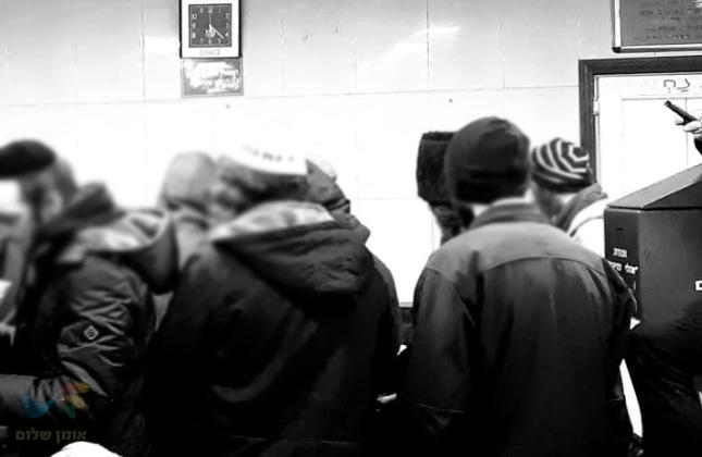ערב ראש חודש באומן: מאות מנות שווארמה חולקו חינם לציבור המבקרים