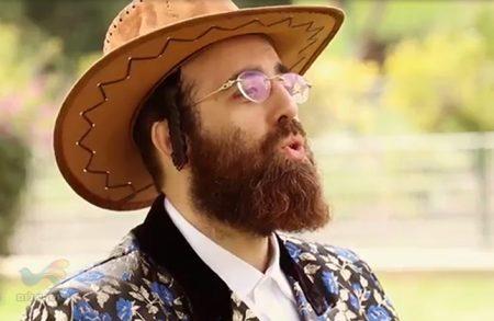 אברהם משה ברדוגו מכניס אתכם לאווירת פורים בקליפ ססגוני ומקפיץ!