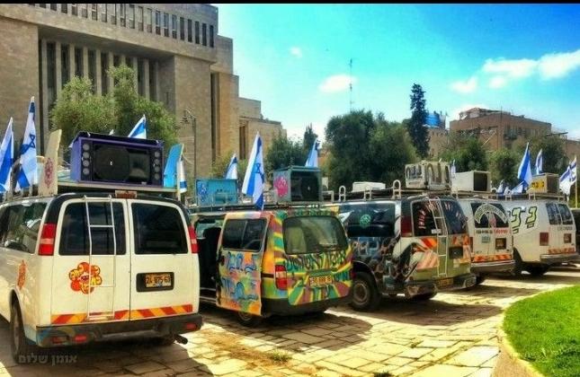 """הננחים יוצאים להפגין נגד איסור הטיסות לאומן מצד ישראל: """"פאפוס כן ואומן לא?!"""""""