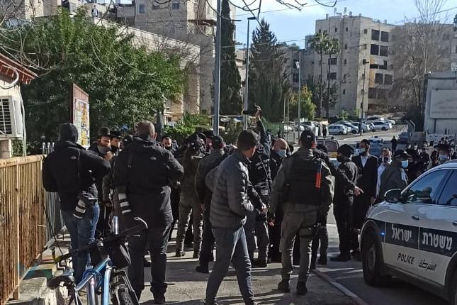 עימותים קשים לאחר פשיטת המשטרה על ישיבת ברסלב בשכונת סנהדריה בירושלים