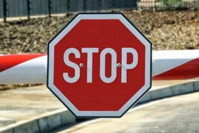 שר הפנים, אריה דרעי הודיע כי מעברי הגבול היבשתיים ייסגרו לכניסת ישראלים וזרים