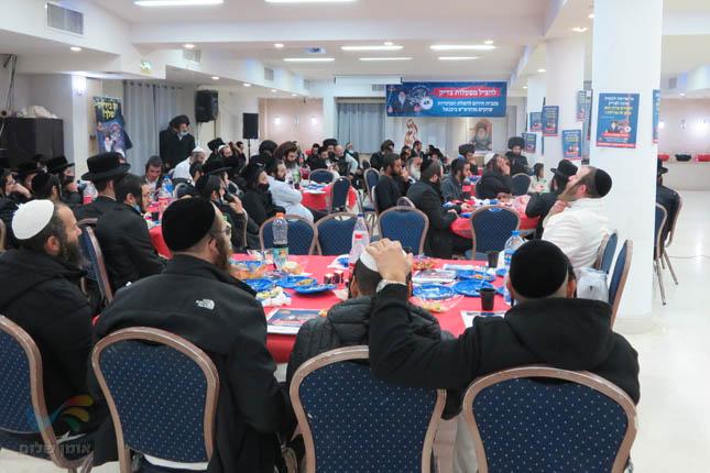 """הילולת מוהרא""""ש ביבניאל: קהילת ברסלב בעיר יבניאל בסעודת ההילולא המרכזית"""