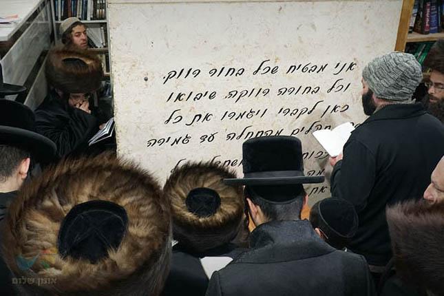 """תיעוד מהילולת מוהרא""""ש זצ""""ל: סעודת הילולא רבתית בעיר ברסלב והעליה לקברו"""